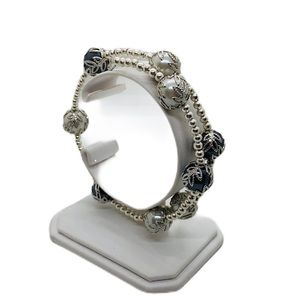 Jewelry - Silver and gray pearl memory wire bracelet